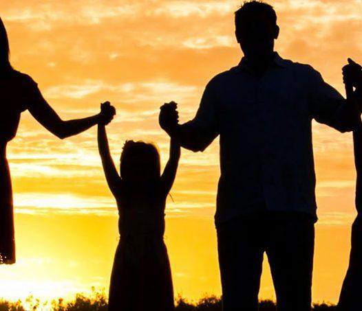 Un Dios-Familia que nos hace familia