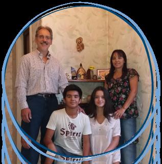 Familia schoenstattiana en su Santuario del hogar